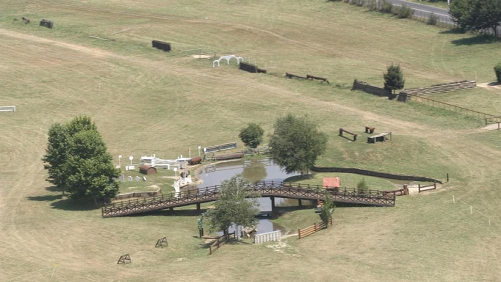 Una veduta aerea di alcuni ostacoli storici dei Pratoni del Vivaro